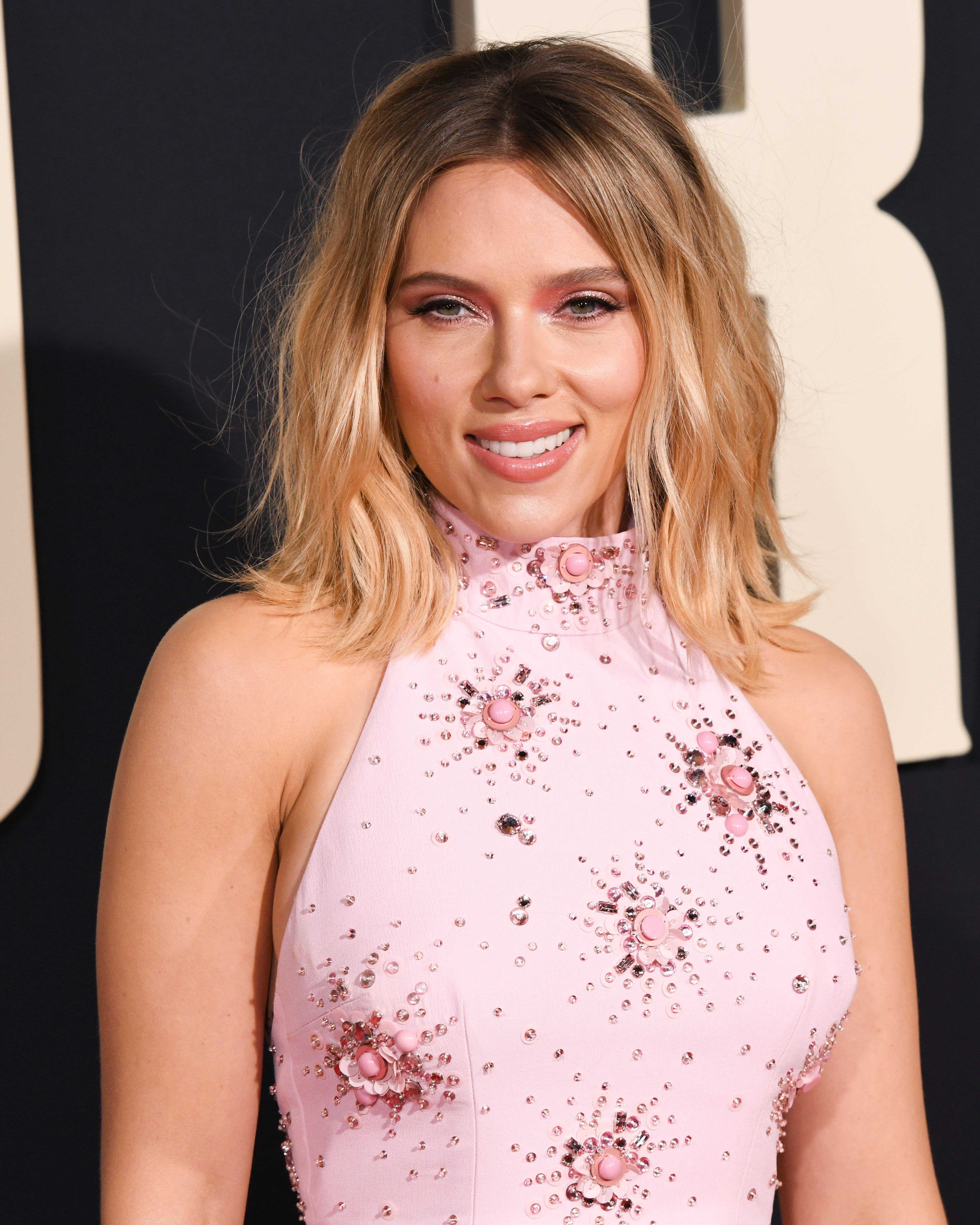 Scarlett Johansson a oferit detalii despre cum a fost cerută în căsătorie