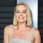 Ce haios! Margot Robbie nu poate renunța la jucăria ei de pluș