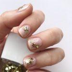 Crăciunul 2019. Cele mai spectaculoase manichiuri aurii de pe Instagram
