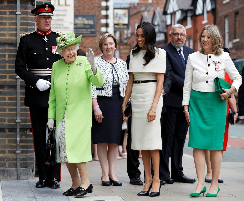 Rochii Meghan Markle 2019. Ducesa, in rochie alba, alaturi de Regina