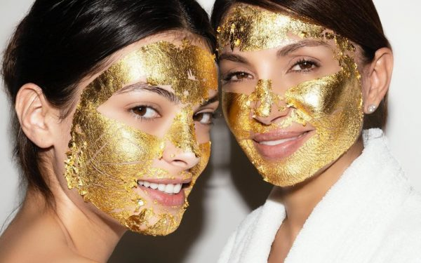 Masca de față cu aur de 24 de carate care face minuni în rândul celebrităților