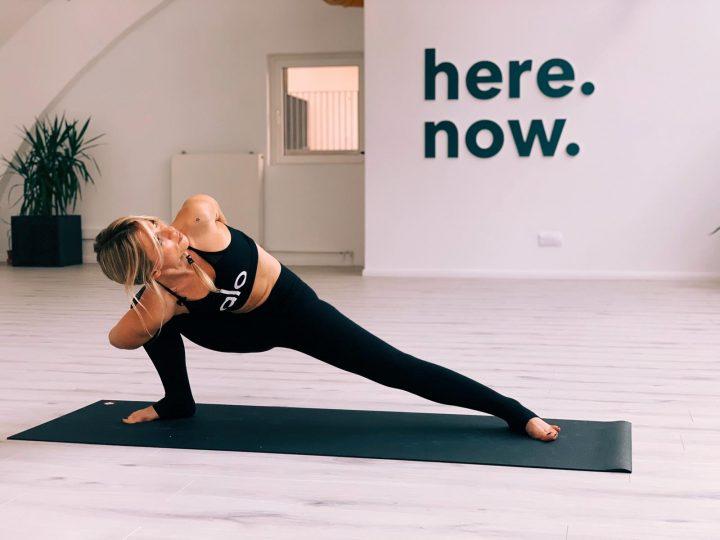 Cum îți poți schimba viața prin yoga. Sfaturi de la Sorina Fredholm