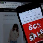 A început sezonul reducerilor pe site-urile online! Comercianții au scăzut prețurile din cauza coronavirusului
