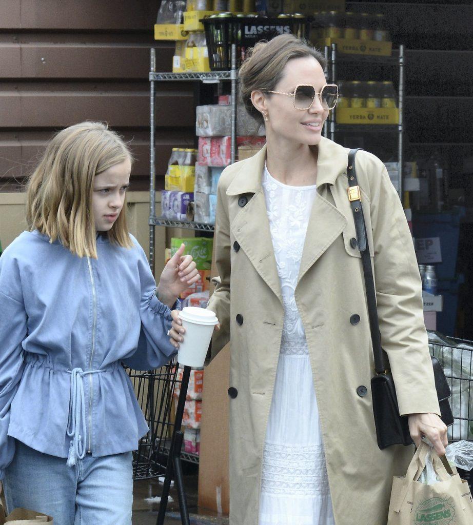 Angelina Jolie şi fiica sa Vivienne, la cumpărături, Foto: profimedia