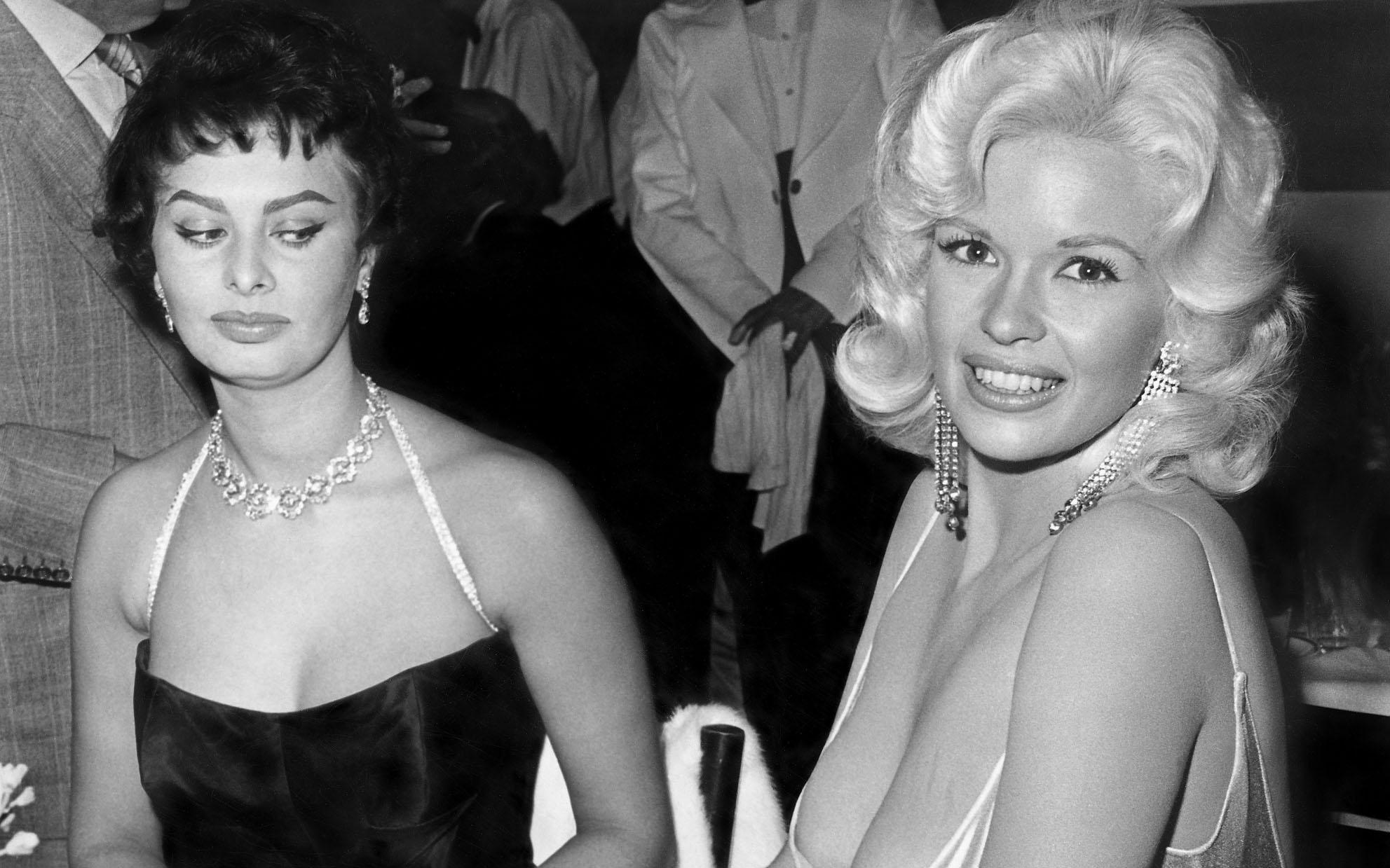 Sophia Loren a dezvăluit în sfârșit povestea din spatele fotografiei intrigante cu Jayne Mansfield