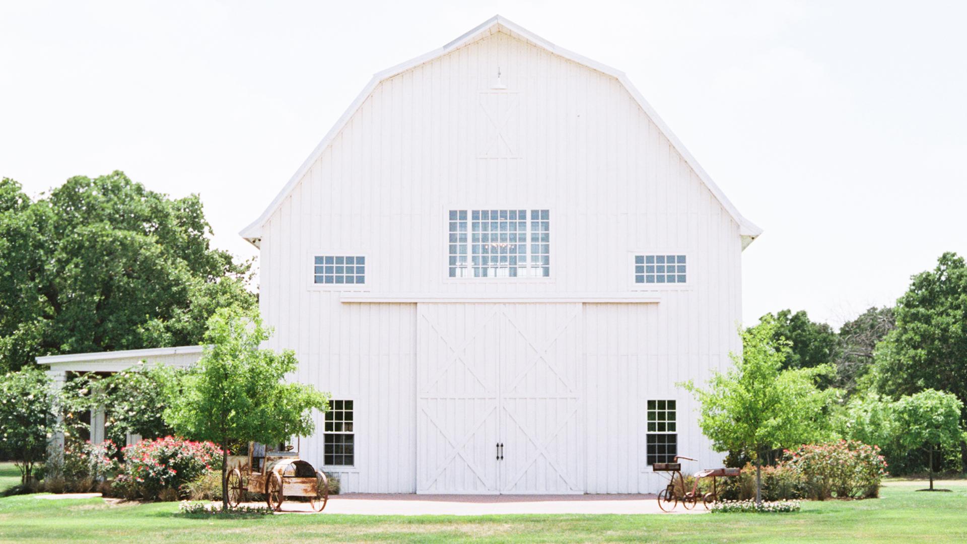 Interviu exclusiv The White Sparrow Barn Hambar Exclusive Interview hambar de nunta hambar de nunti lemn alb elegant de lux cel mai frumos hambar de nunti din lume