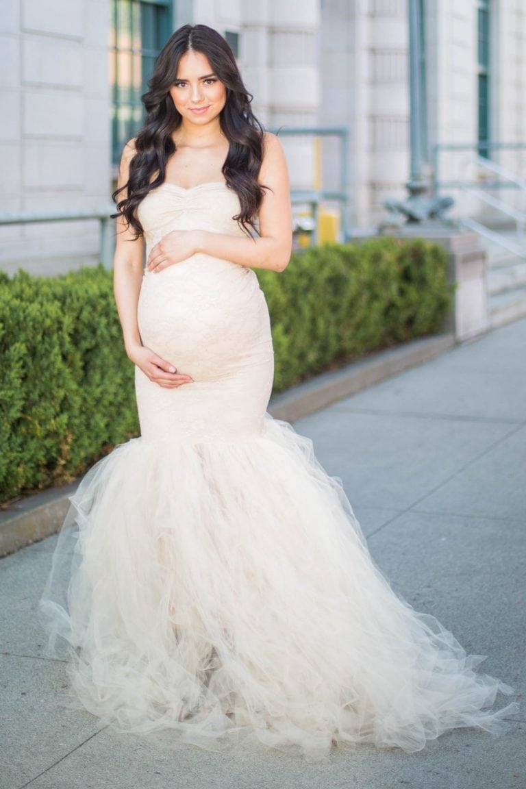 Ce rochie de mireasă poţi purta dacă eşti însărcinată în ziua nunţii? Iată ce modele au ales vedetele! Sursa Sexy Mamma Maternity