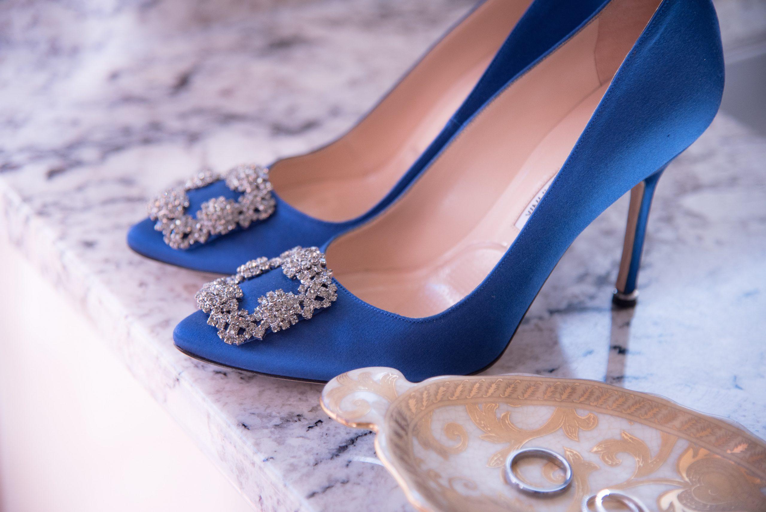 Pantofi mireasa albastri Carrie Bradshaw Manolo Blahnik Sursa Shutterstock