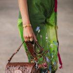 Geanta Dior 2021 are influenţe Boho cu motive antice, tribale