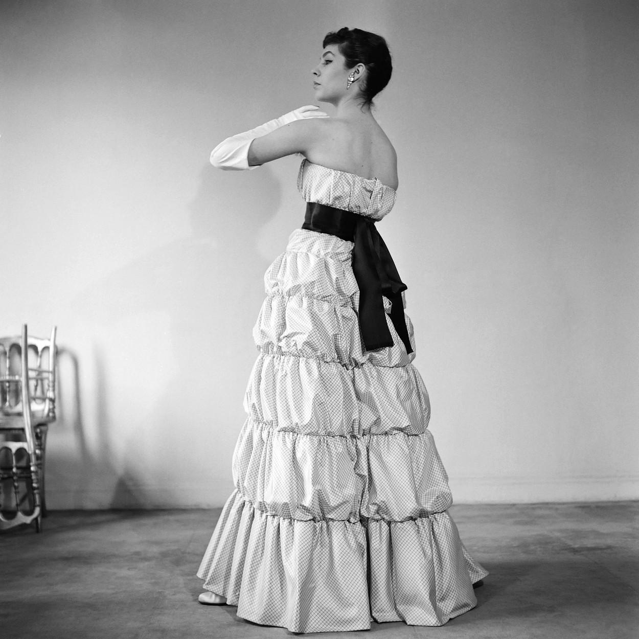 Balenciaga, cel mai bun croitor de lux. Istoria şi destinul celebrului designer