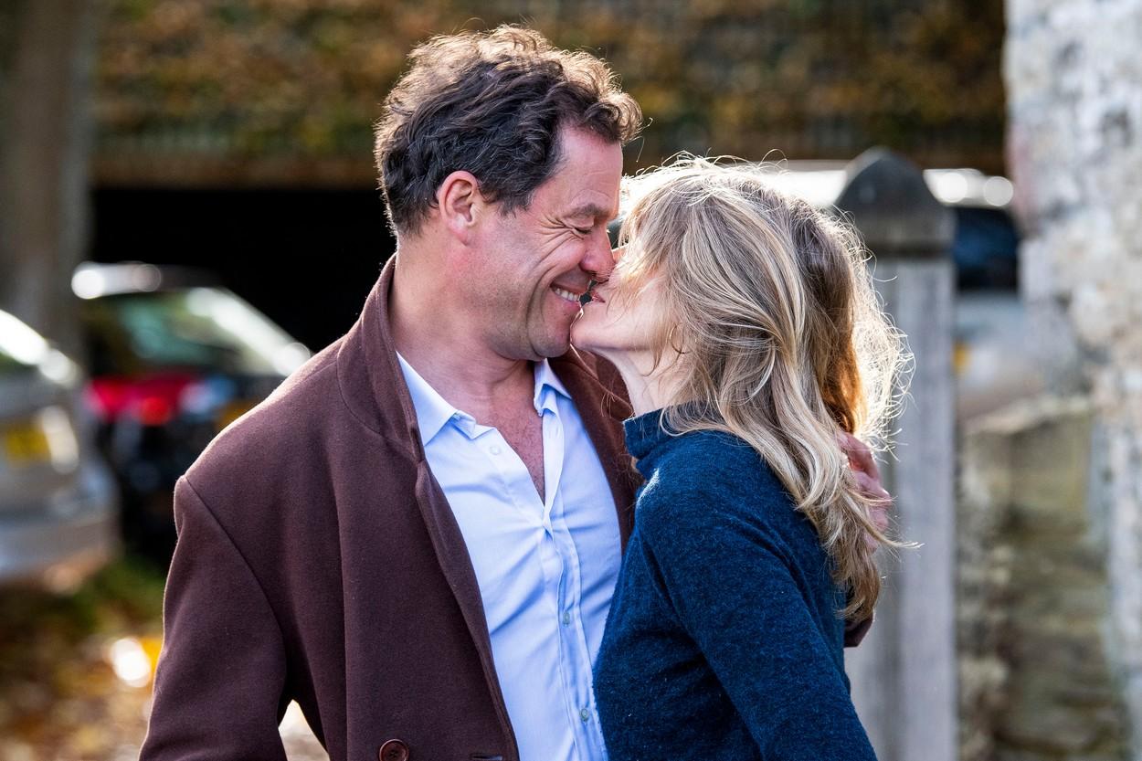 Dominic West și soția lui, prima apariție după ce actorul a fost surprins în ipostaze tandre cu o altă femeie