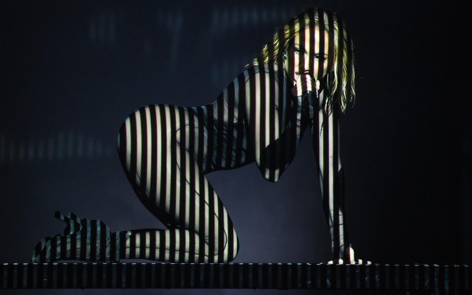 Jennifer Lopez, apariție incendiară pe scenă la 51 de ani