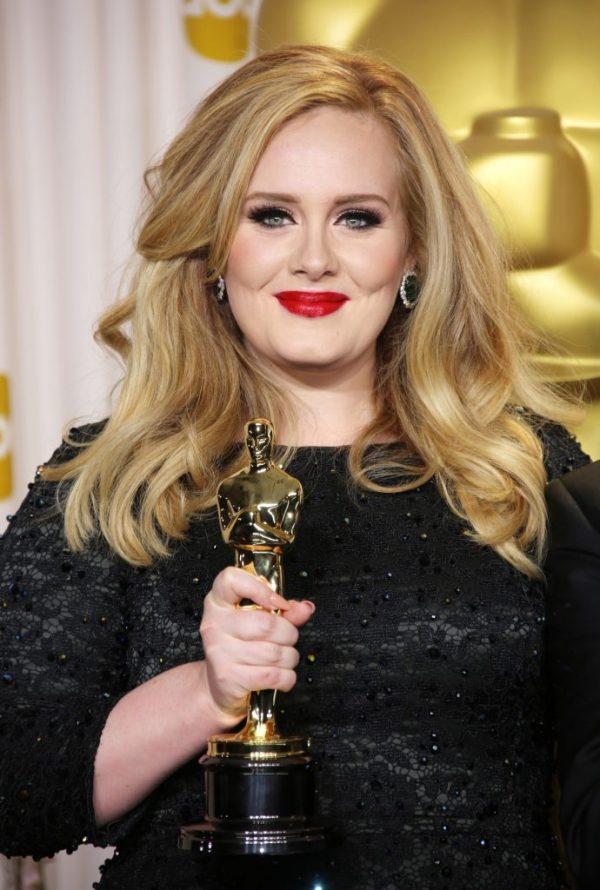 Adele a finalizat divorțul! Cântăreața este oficial singură la doi ani de la despărțirea de Simon Konecki