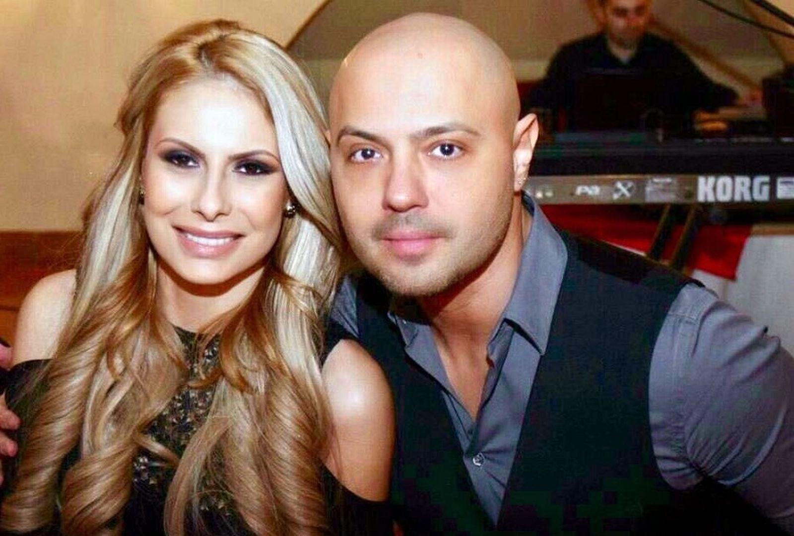 Cine este noua iubită a lui Mihai Mitoșeru. Blonda seamănă leit cu Noemi, fosta lui soție!