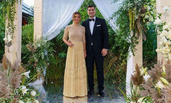 """Cătălin Botezatu a analizat ținutele purtate de Simona Halep și Toni Iuruc la nunta lor: """"Dacă ea a ales o rochie simplă, el putea să..."""""""