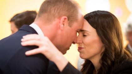 Ea e AMANTA? Prinţul William, sărut cu altă femeie! A mers fără Kate în Noua Zeelandă
