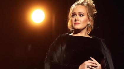Adele a slăbit drastic după divorţ! A făcut un simplu exerciţiu pentru a reuşi asta