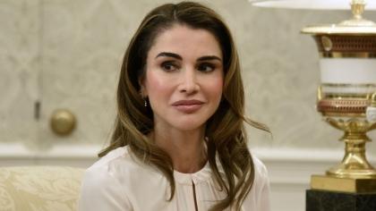 Ce transformată este Regina Rania a Iordaniei! Cum arăta înainte de atâtea operaţii estetice?