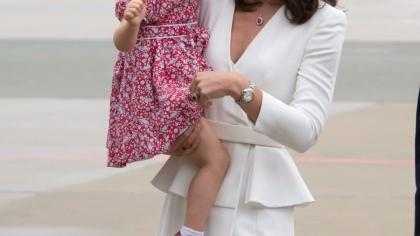 """Kate Middleton e iar însărcinată? Prinţesa Charlotte a făcut marele anunţ: """"Mama aşteaptă încă o fetiţă"""""""