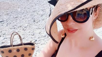 """Vacanţă de vis pentru Andreea Marin, în Grecia, alături de noul iubit. Cât de sexy e """"Zâna"""" în costum de baie"""