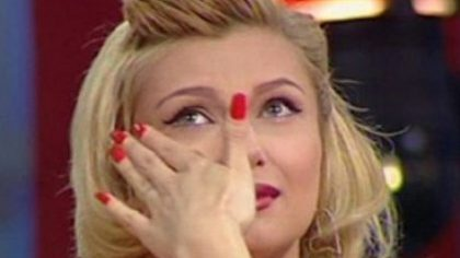 """Lora, în doliu. Mama cântăreţei a murit după o lungă suferinţă:""""Ai plecat cu jumătate din inima mea!"""""""