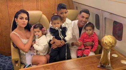 Și-a pozat copiii goi, în baie. Fanii l-au criticat aspru pe Ronaldo. Iată imaginile