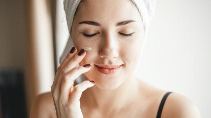 Rutina de îngrijire pe care trebuie să o pui în practică în sezonul rece. Este foarte important să te asiguri că pielea ta este hidratată!